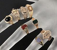 A LOT OF 8 ANTIQUE GOLD RINGS 19th/20th century