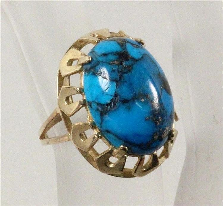 A LARGE TURQUOIS RING 333/000 yellow gold. Ca