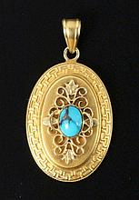 A PENDANT ca. 1900 Oval with ornaments. 585/000
