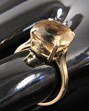 A SMOKY TOPAZ RING 750/000 yellow gold. Gross
