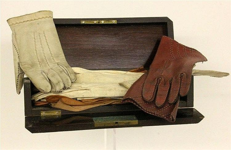 A CASE WITH GLOVES ca. 1900 Veneered wooden case