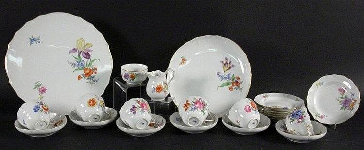 A COFFEE SERVICE Meissen, 20th century Curved