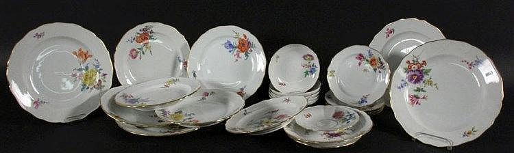 A SERVICE Meissen, 20th century Curved baroque