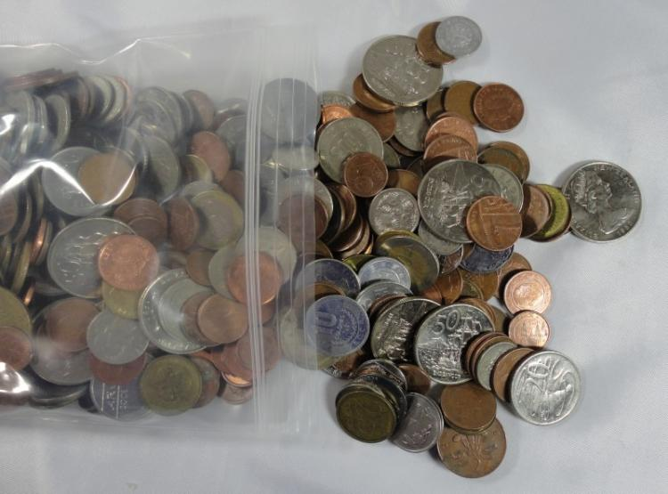 5 POUNDS OF MIXED WORLD COINS: GOOD VARIETY