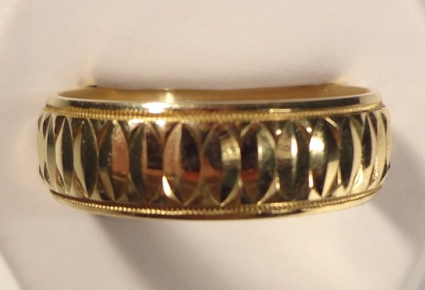 Heavy 14K Yellow Gold Artcarved Comfort Fit Band. Stunning etched design