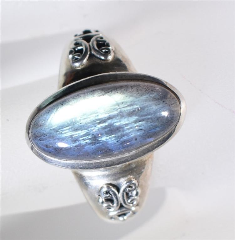 STERLING SILVER RING, OVAL CABACHON