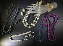 VINTAGE JEWELRY LOT - SEE PHOTOS