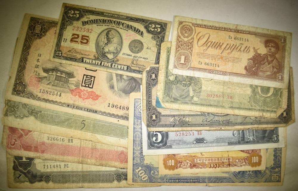 Lot 286: MIXED FOREIGN CURRENCY 12 PIECES