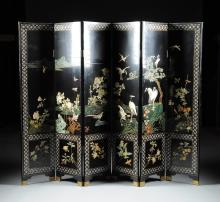 A CHINESE POLYCHROME PAINTED AND CARVED HARDSTONE MOUNTED SIX PANEL BLACK LACQUER SCREEN, 20TH CENTURY,