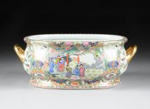 A LARGE CHINESE EXPORT POLYCHROME ENAMELED ROSE MEDALLION TWO-HANDLED BASIN, MODERN,