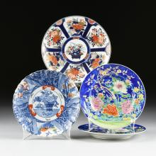 A GROUP OF FOUR JAPANESE PORCELAIN PLATES, 20TH CENTURY,