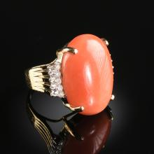 A 14K YELLOW GOLD, PINK CORAL AND DIAMOND LADY'S RING,