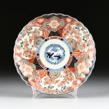 A JAPANESE IMARI FLUTED PORCELAIN PLATE, EARLY 20TH CENTURY,