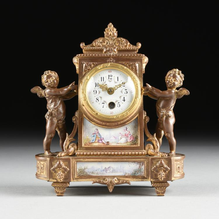 A SMALL LOUIS XVI STYLE PORCELAIN PLAQUE MOUNTED CLOCK, LATE 19TH/EARLY 20TH CENTURY,