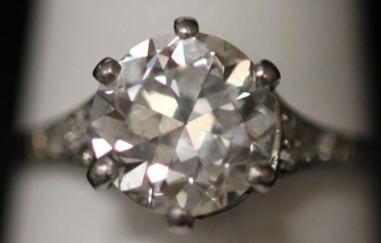 LADY'S PLATINUM AND DIAMOND RING