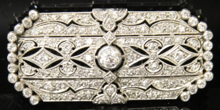 LADY'S VINTAGE PLATINUM AND DIAMOND BROOCH