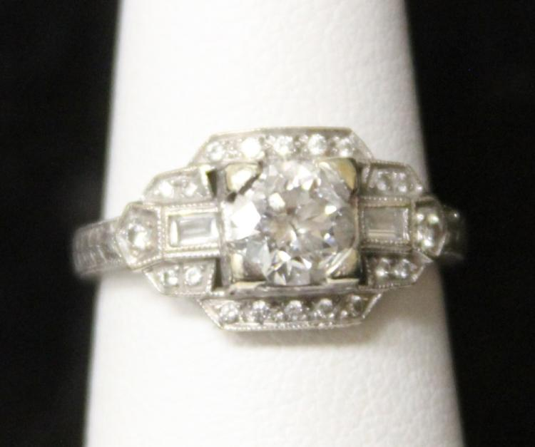 LADY'S VINTAGE 18KT DIAMOND RING
