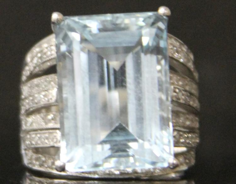 LADY'S AQUAMARINE 14KT DIAMOND RING