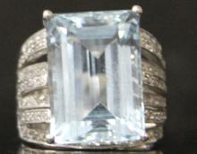LADY'S AQUAMARINE 14KT DIAMOND RING