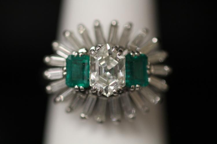 LADY'S VINTAGE DIAMOND AND EMERALD RING, PLATINUM