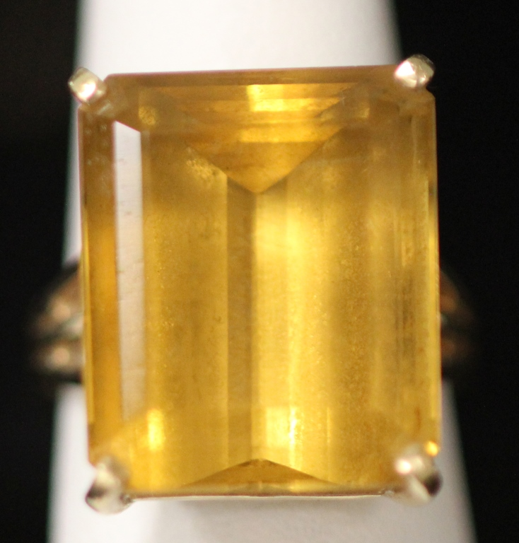 LADY'S 14KT YELLOW GOLD CITRINE RING