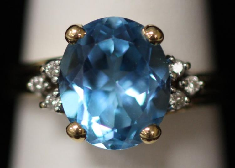 LADY'S 14KT BLUE TOPAZ RING