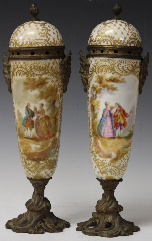 PAIR OF MEISSEN PORCELAIN URNS WITH LIDS
