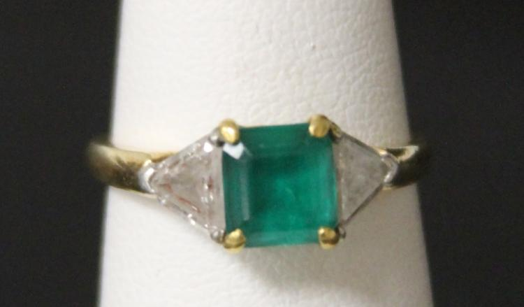 LADY'S EMERALD 18KT RING