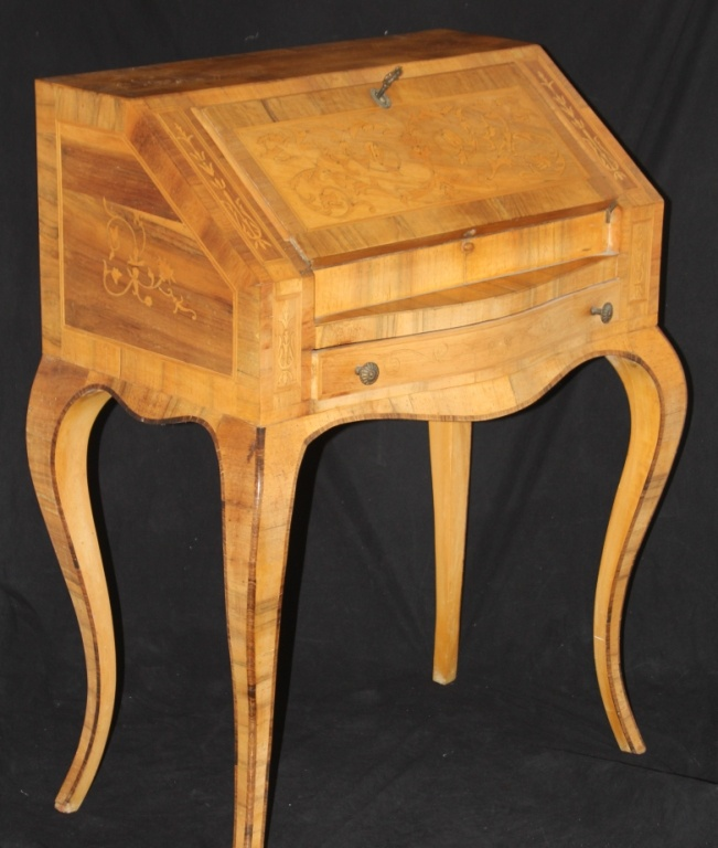 19TH CENTURY INLAID WALNUT WRITING DESK