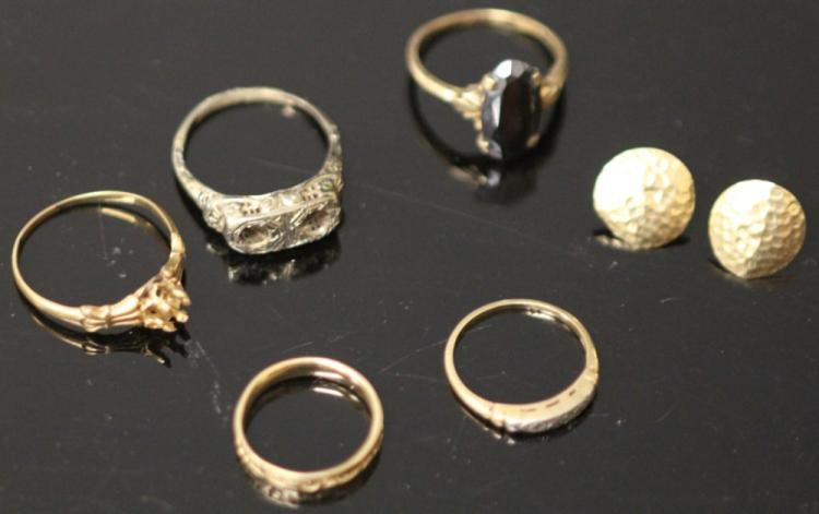 LOT OF (5) GOLD RINGS AND PAIR EARRINGS
