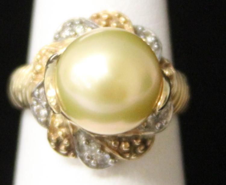 LADY'S SOUTH SEA PEARL AND DIAMOND 10KT RING