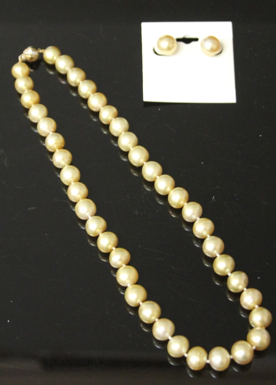 LADY'S SOUTH SEA PEARL 14KT NECKLACE AND EARRINGS