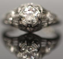 LADY'S VINTAGE DIAMOND PLATINUM RING