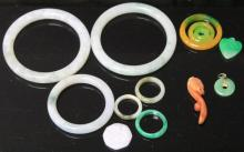 LOT OF (12) JADEITE BANGLES, RINGS AND PENDANT