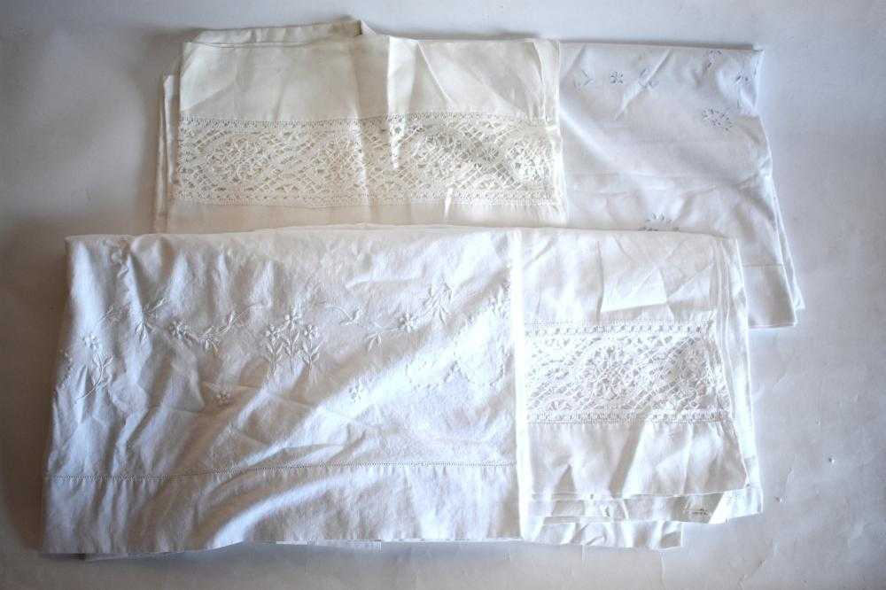 Vintage bed and table linen