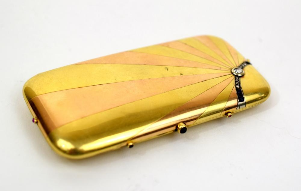 Two-Color Gold Vanity Case. With Russian hallmarks, fitted interior