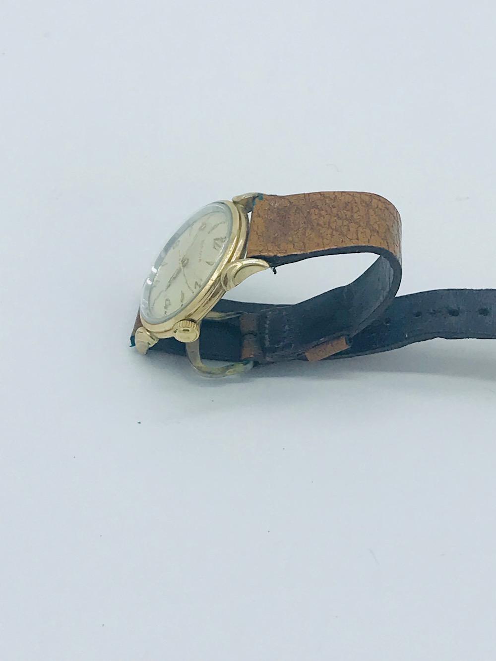 Lot 8632: BULOVA, Swiss Automatic 1950's Vintage 31 mm Watch