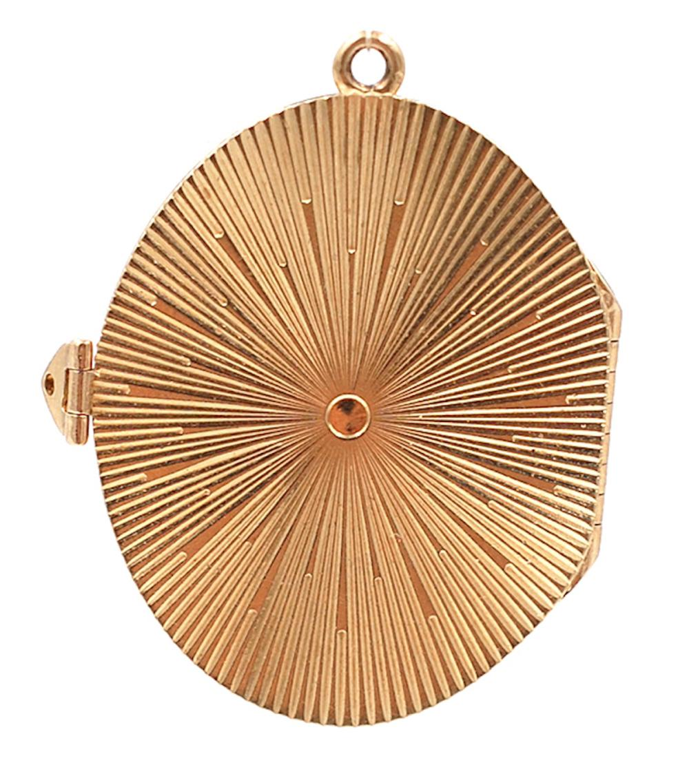 Lot 8755: Vintage Oval, 6 Page Book Charm, 14 karat, Heavy Gold<