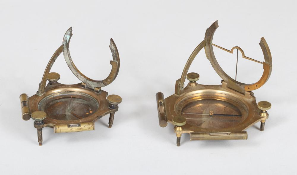 Equinoctial pocket sundial compasses