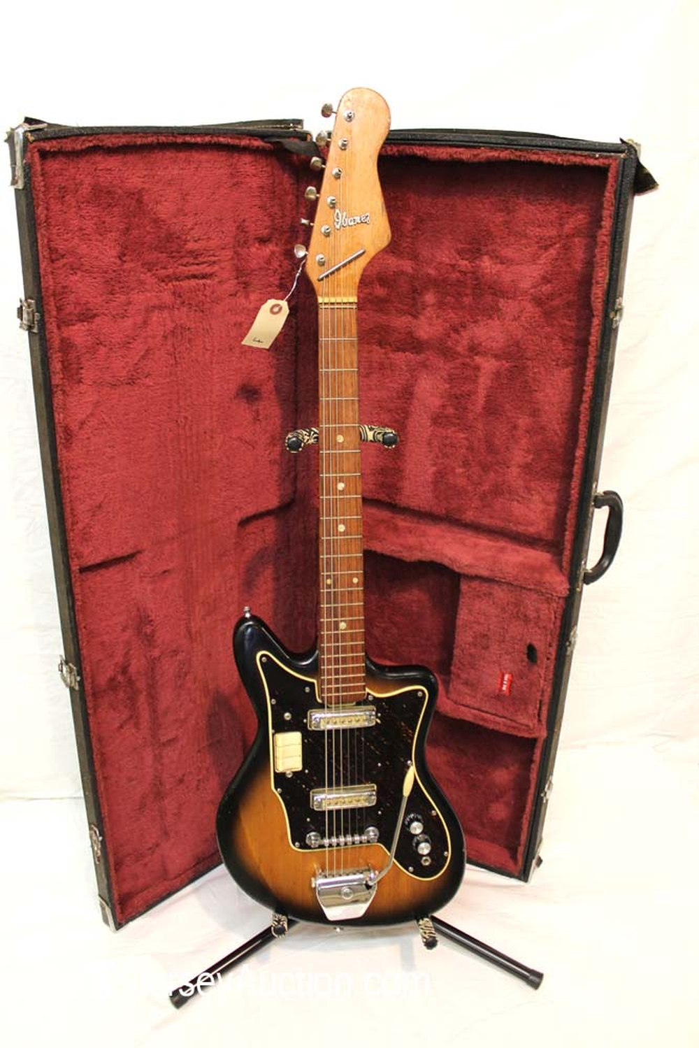 1962 Ibanez model 882 all original slight belt buckle good condition for a '62 with hard case