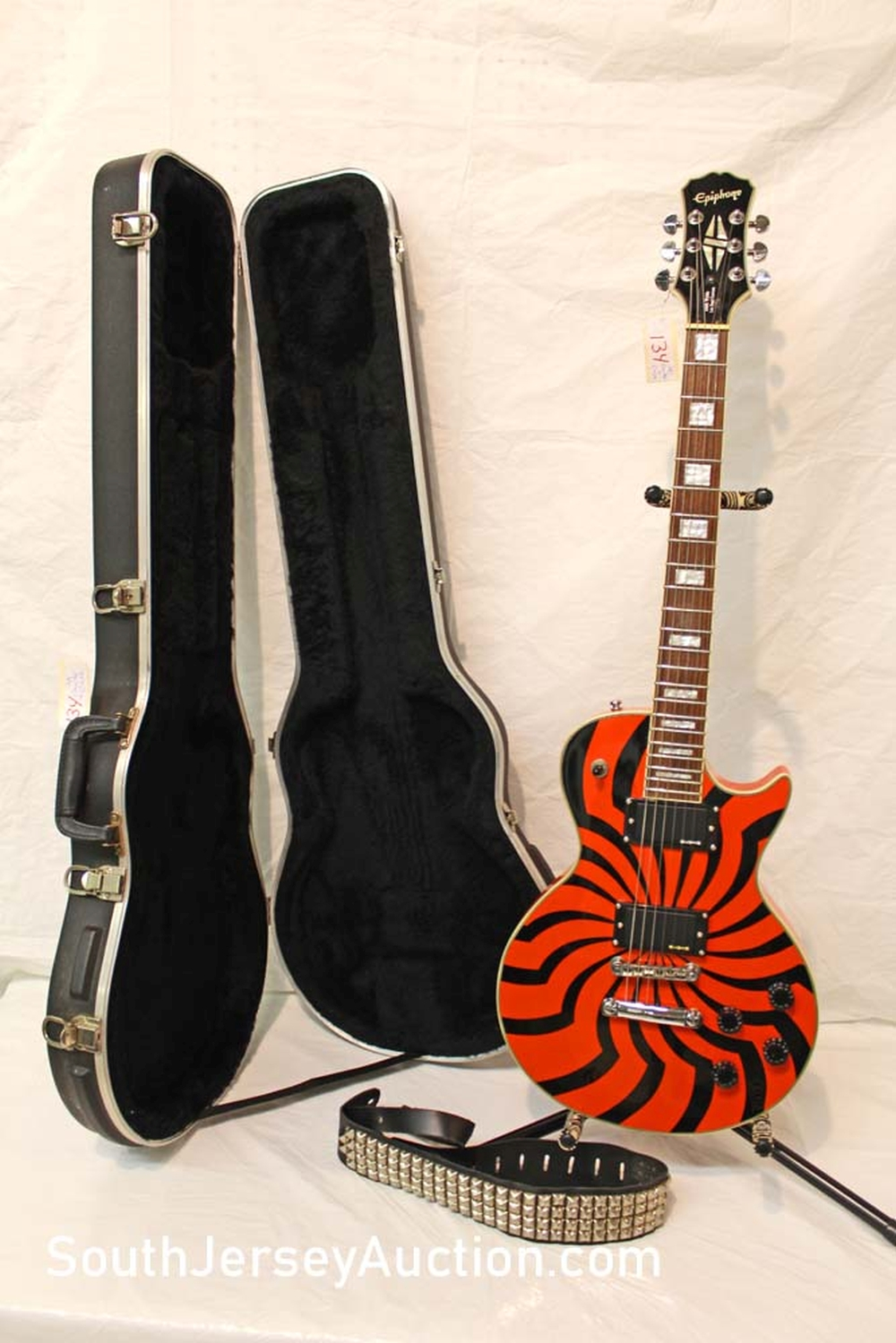 2002 Epiphone Zakk Wylde Les Paul Custom guitar, Limited Edition, EMGHZ pick ups, Buzz Saw paint  with strap s/n 10021508115, grover tuners, with hard SKB case, all original excellent shape