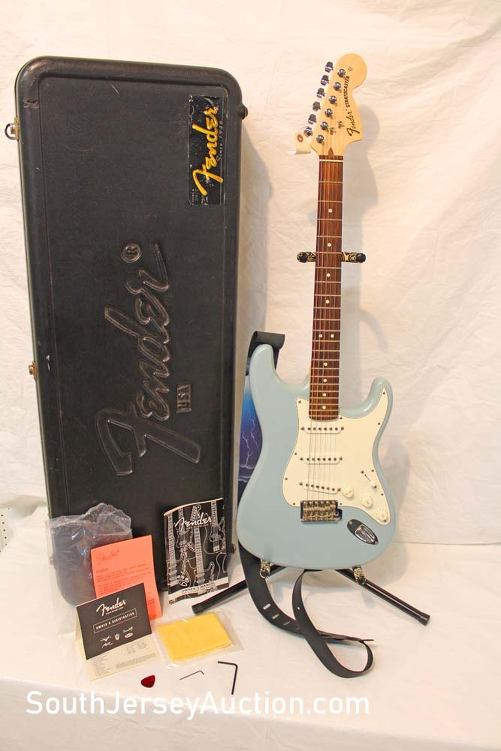 2016? Fender Stratocaster made in the USA, 60th Anniversary Issue, guitar in the frost blue, single single single pickups, s/n Z6164868 (badge is on head stock), original, excellent condition