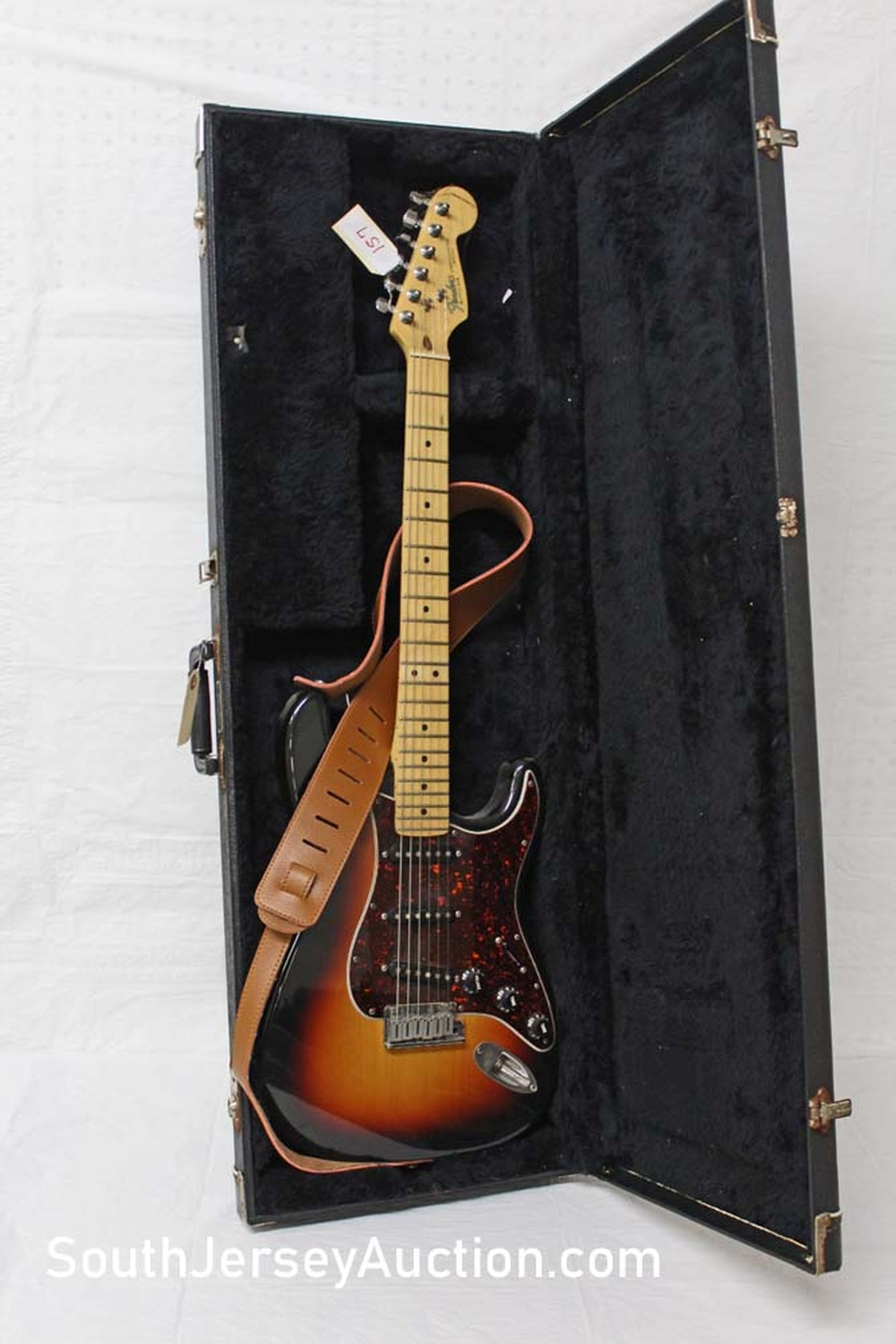 1993 Fender Stratocaster, made in the US, Tobacco Sunburst, tortoise shell pick guard, maple neck, single single single pickup, s/n n3153649, with hard shell case, very good condition