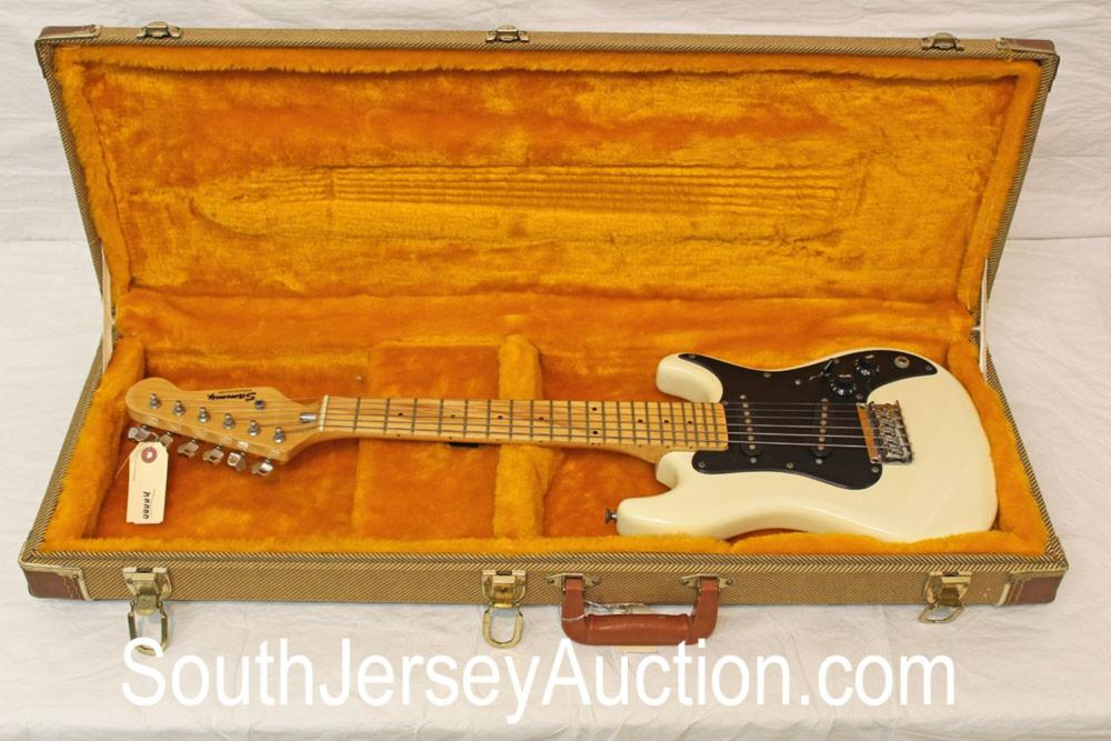 Sammy Miniature Fender Style, very good shape, year unknown, with vintage style tweed hard shell molded case