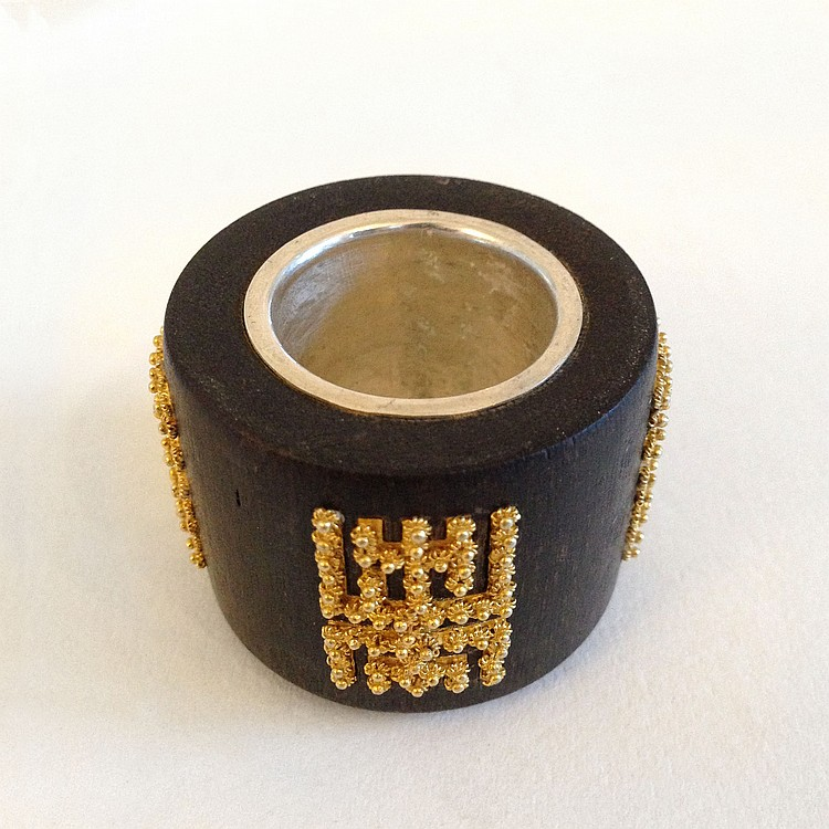 A Inlaid Gold Chen Xiang Ring Qing Dynasty