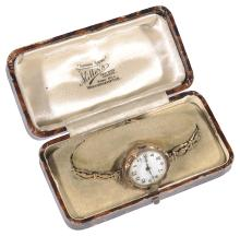 A 9ct gold ladies wrist watch