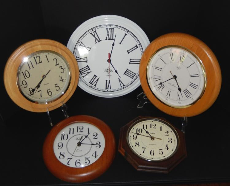 Five battery powered wall clocks for Timex wall clocks india