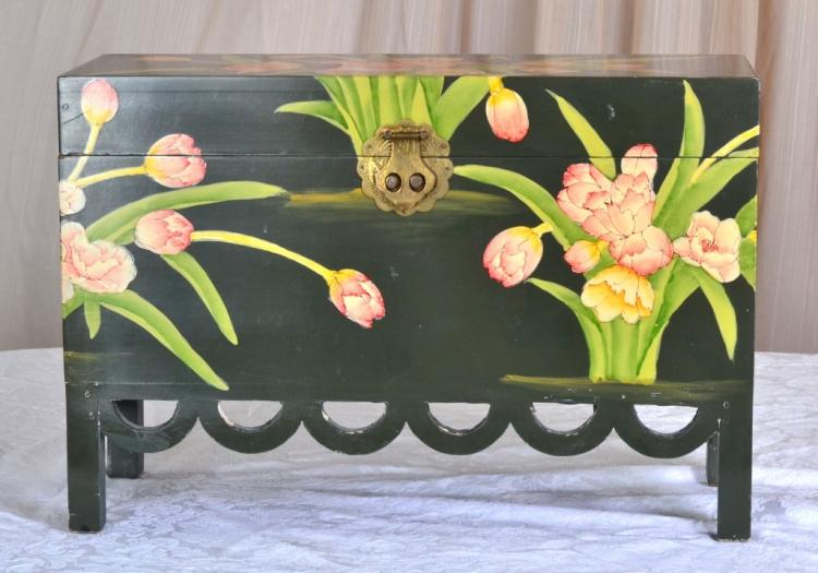 Painted Box w/Scalloped Trim