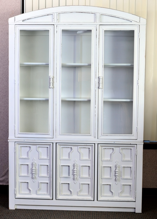 White Painted Lighted China Cabinet