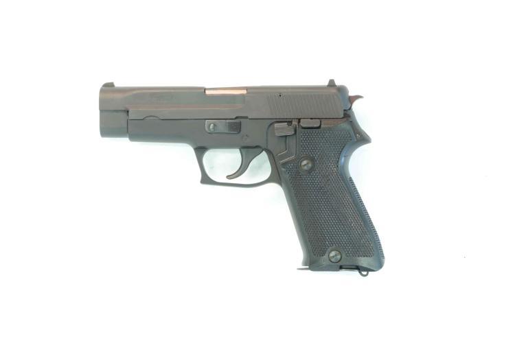 SIG-SAUER P220, 9 mm Luger, #G112143, § B